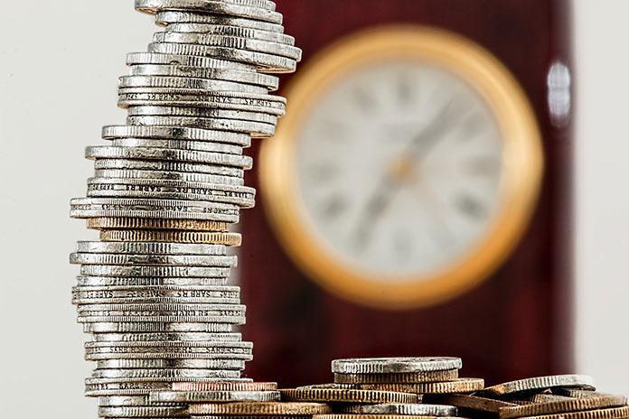 Czy warto umieszczać oszczędności na koncie oszczędnościowym? Czy to rzeczywiście dobry sposób na pomnażanie kapitału? Krótka analiza