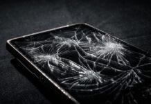 Pęknięta szybka w telefonie